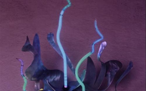 неоновая лампа в скульптуре