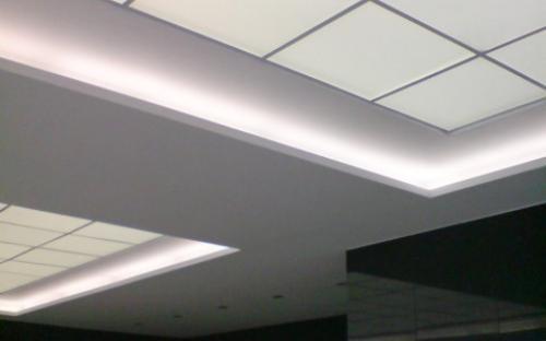 неоновая подсветка козырька здания