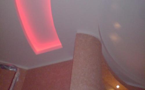 подсветка потолочных ниш светодиодами меняющими цвет с пульта RGB